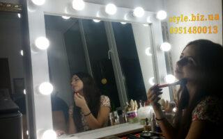 Купить в Киеве ищи заказать в Украине зеркало для макияжа с подсветкой LED лампочками - настольное белое.
