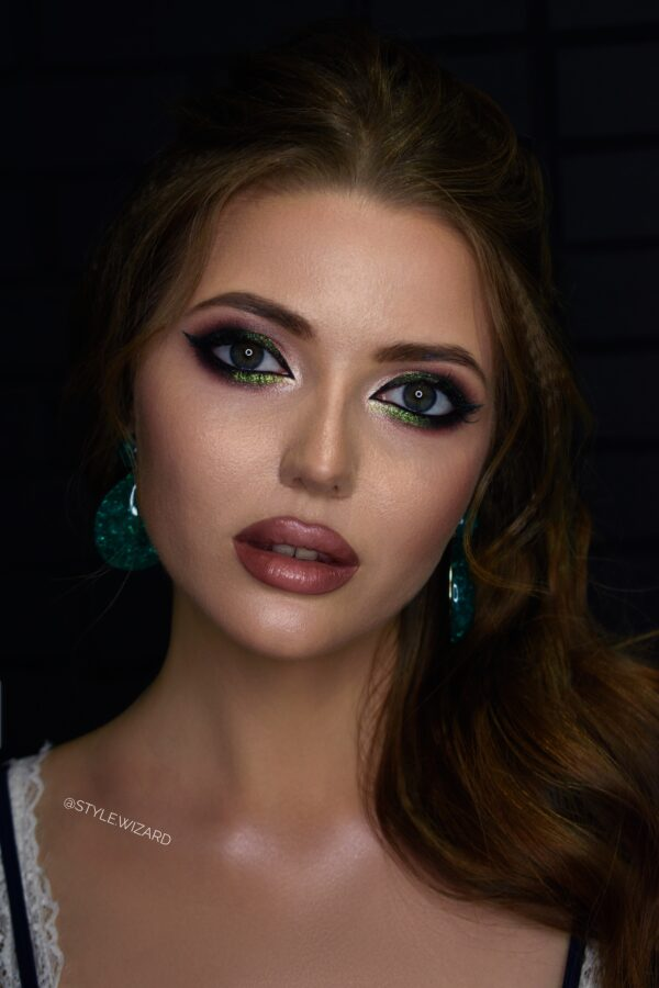 Яркий вечерний макияж и прическа в центре Киева - визажист Диана Кулькова, салон красоты Style Wizard
